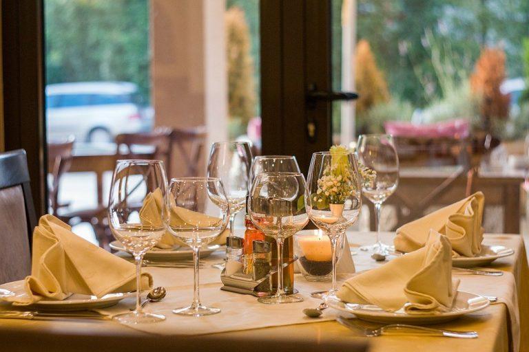 gli italiani preferiscono il pranzo in ristorante e la colazione al bar