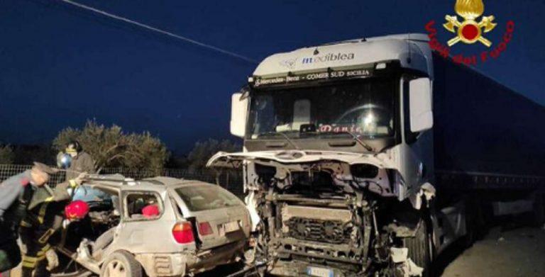 incidente Siracusa auto contro tir