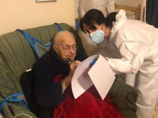 La storia di Gary arriva da Piano di Sorrento, vaccinato a 102 anni