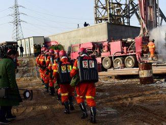 Minatori intrappolati in Cina, tratto in salvo il primo dei superstiti