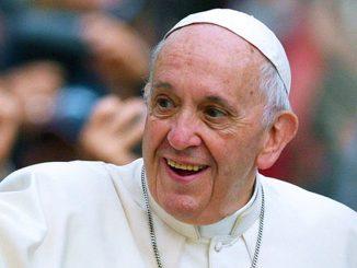 Covid, Papa Francesco si è vaccinato: con lui anche Ratzinger