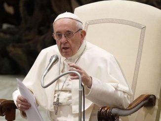 Papa Non pregate come pappagalli