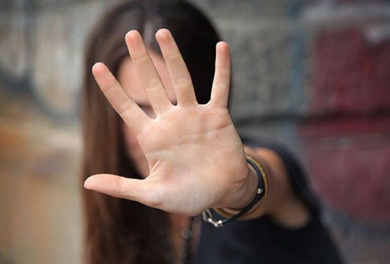 Violenza sessuale figlia minorenne