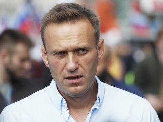 """Alexei Navalny condannato a due anni e cinque mesi, lui: """"Teatrino illegale"""""""