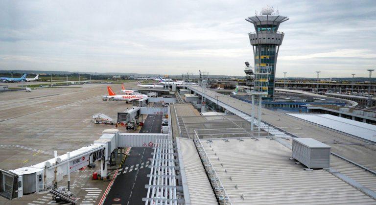 bambina aeroporto orly 768x419