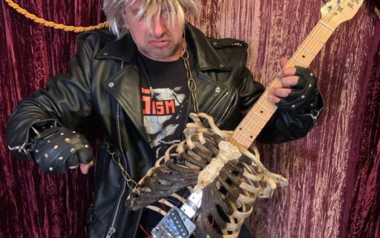 chitarra con ossa dello zio