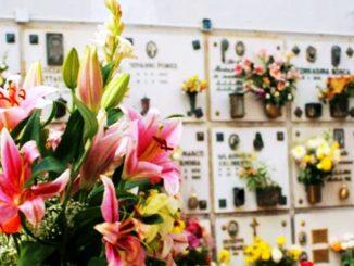 Uomo morto mentre pregava sulla tomba dei genitori: aveva 45 anni