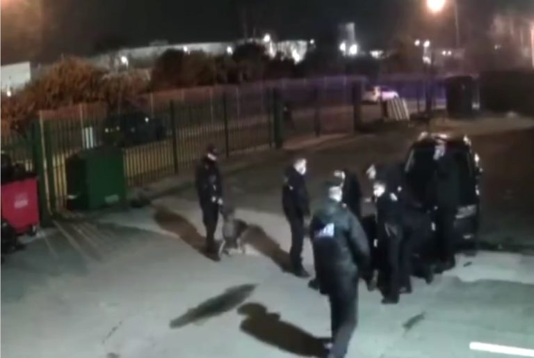 Covid-19 nel Regno Unito, la polizia irrompe in una palestra