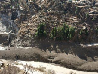 Crollo ghiacciaio India