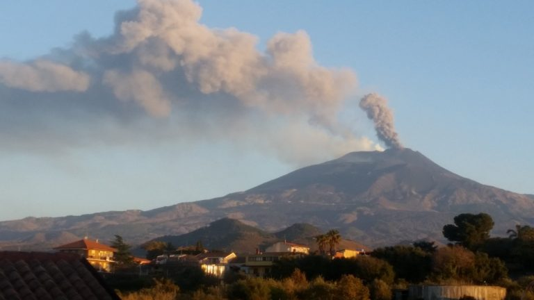 Etna, attività intensificata: settima eruzione consecutiva