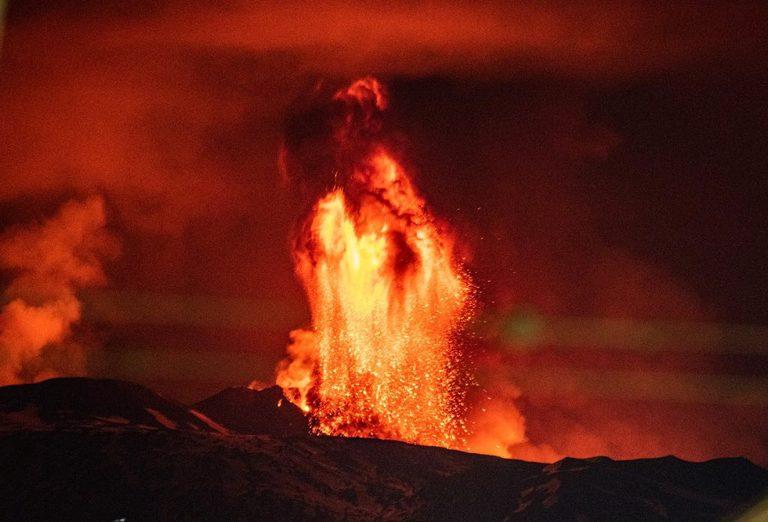 etna eruzione lava 768x522