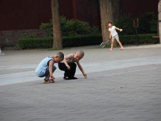 famiglia cinese paga multa per avere 7 figli