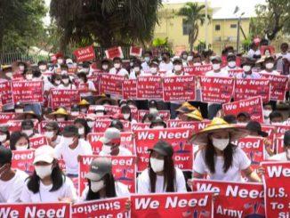 Birmania, manifestanti protestano davanti all'ambasciata cinese
