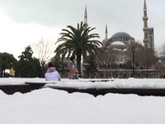 Anche Istanbul sotto la neve