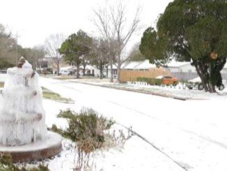 Storica nevicata in Texas, il gelo dall'Artico blocca gli Usa