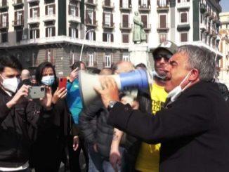 Covid, ristoratori a Napoli bloccano lungomare: siamo disperati