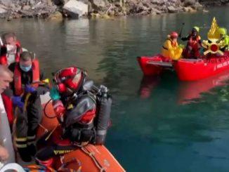 Crollo Camogli, il difficile recupero della bare sott'acqua