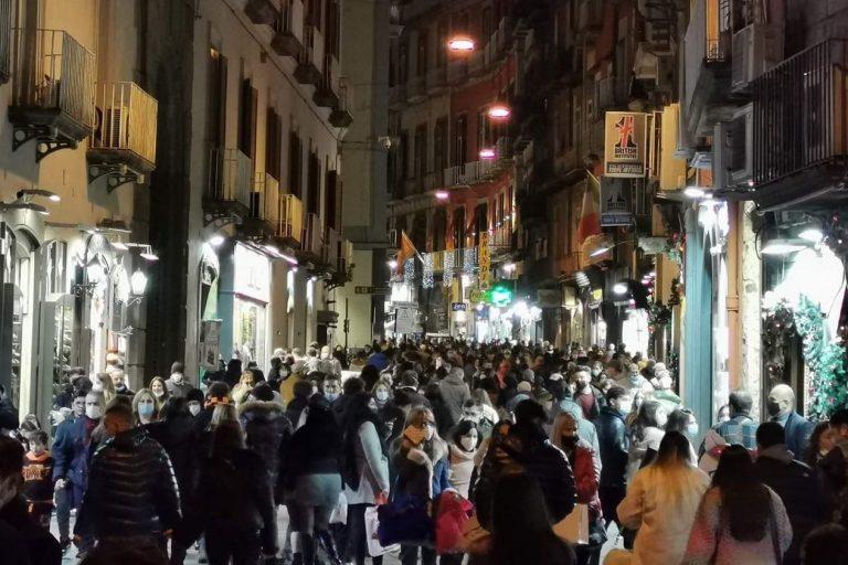 Assembramenti a Napoli