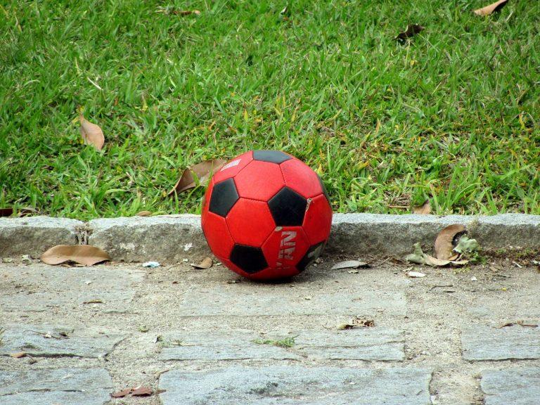 il calcio ai tempi della pandemia è con il distanziamento