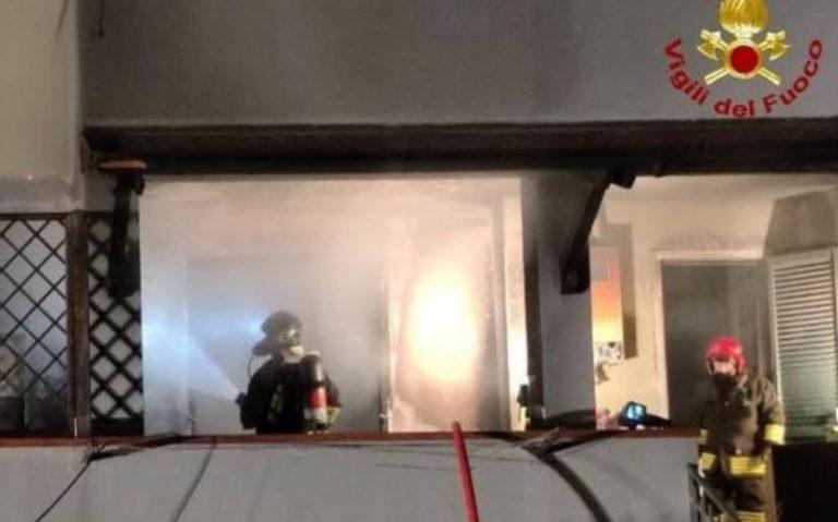 Incendio a La Spezia, un morto