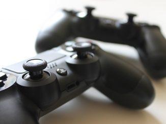 Sospesi perchè anzichè curare i pazienti, giocavano alla Playstation