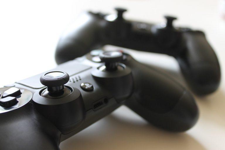 Operatori OSS giocavano alla Playstation al posto che curare i pazienti: sospesi