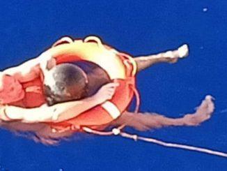 marinaio sopravvive aggrappato a una boa per 14 ore