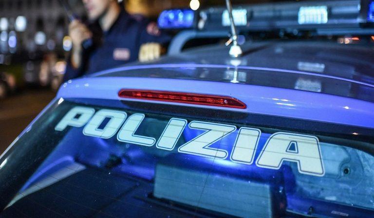napoli, ragazzi insultano la polizia che disperde gli assembramenti