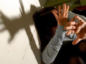 stupra-e-mette-incinta-figlia-minorenne