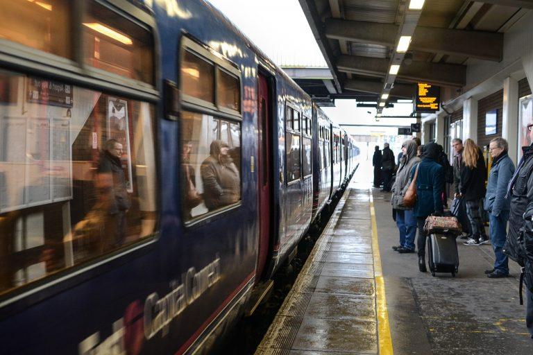 Non indossa la mascherina e il treno si ferma