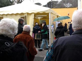 Vaccino Covid in Lombardia, 70mila persone over 80 in attesa di prenotare