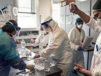 Covid, la Puglia dispone l'obbligo del vaccino per gli operatori sanitari