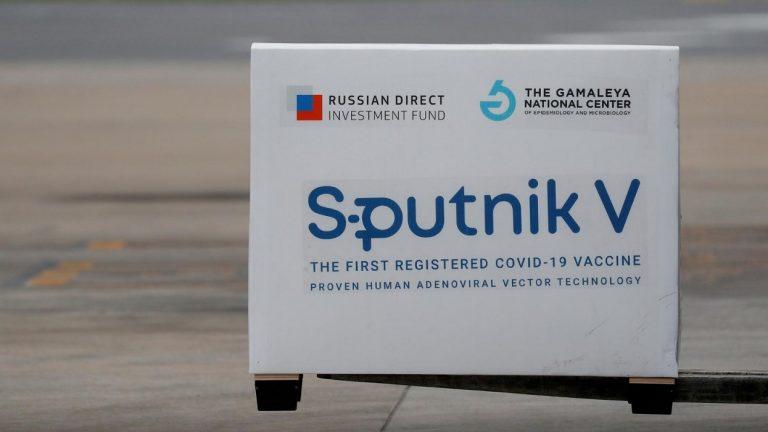 Campania, il presidente vuole comprare il vaccino russo