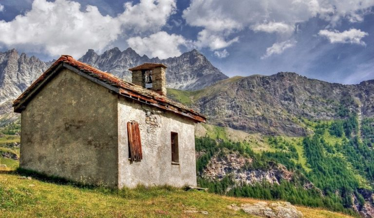 Valle d'Aosta, case in vendita a 1 euro: fuga dalle città