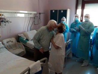 Sposi da 64 anni, hanno il Covid e sono ricoverati nella stanza