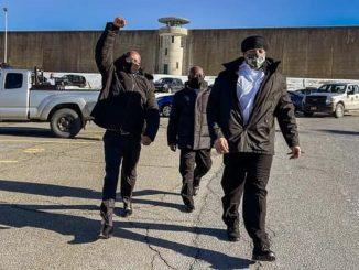 Tre afroamericani scarcerati: prove trattenute