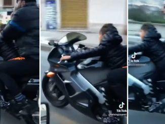 A 8 anni guida una moto