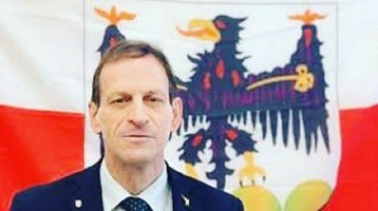 Insulta due consigliere su Facebook, si dimette presidente della Lega