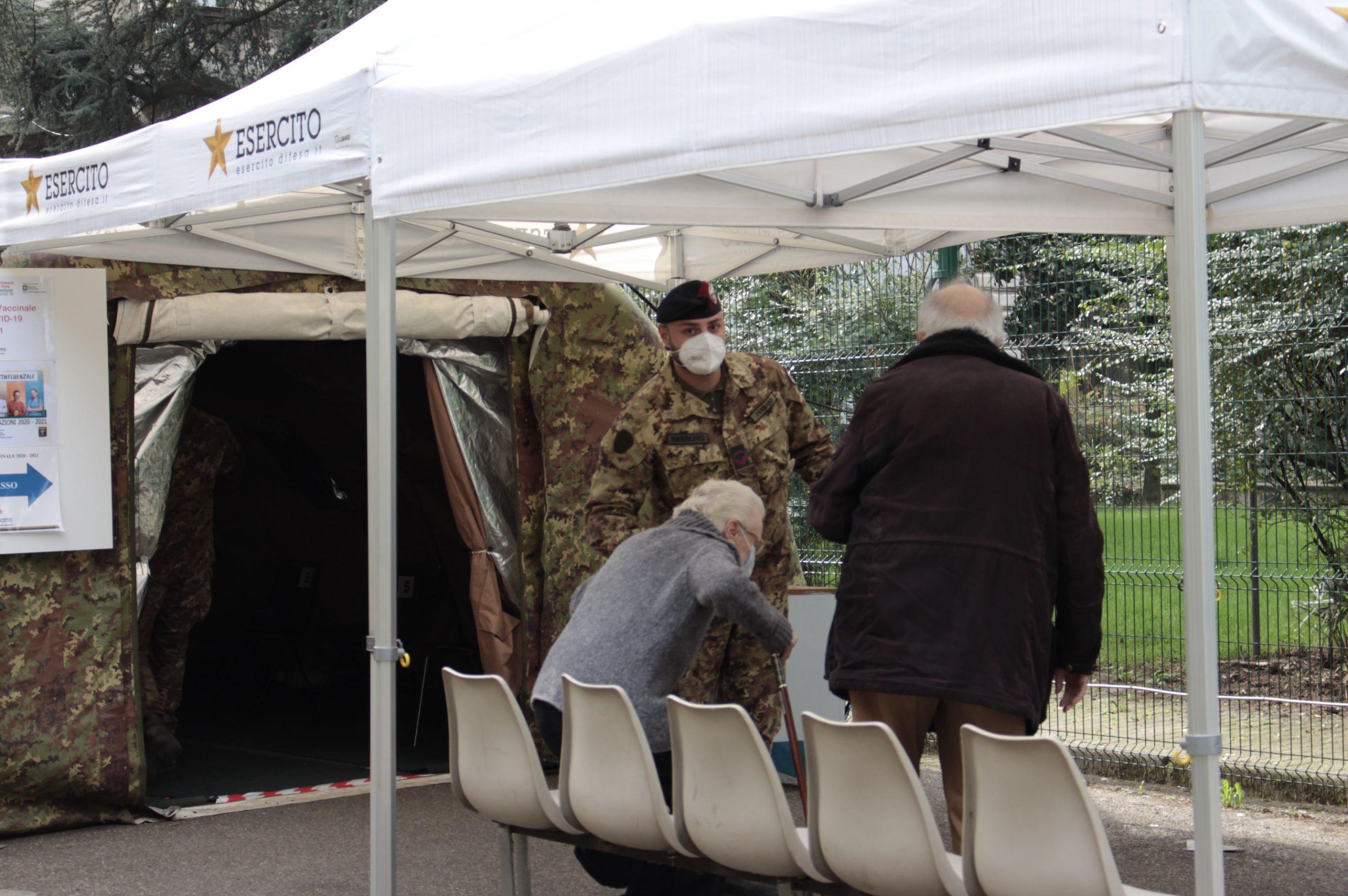 anziani vaccinati esercito