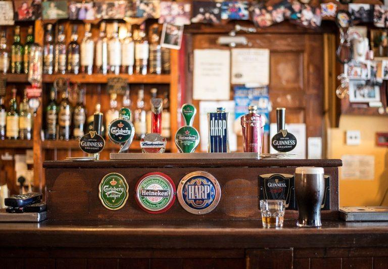 Torino, sorpresi in cinquantanove a bere nel bar