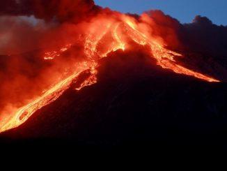 Etna, decimoparossismo: pioggia di cenere e lapilli in diversi paesi