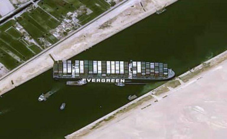 Disincagliata la Ever Given, Suez e il mondo respirano