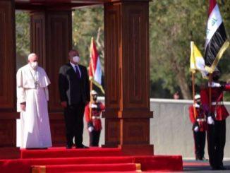 Francesco è accolto dal presidente iracheno Barham Salih
