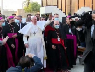 La prima messa del Papa in Iraq, le grida di gioia dei fedeli