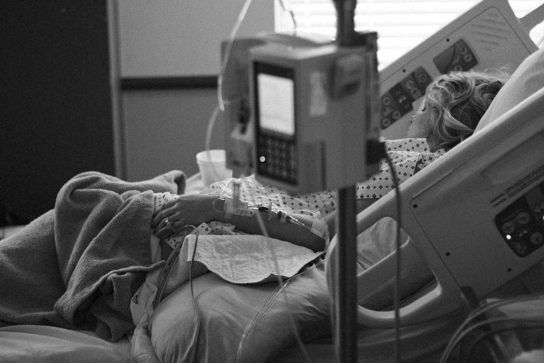 firenze, 23enne in rianimazione causa covid