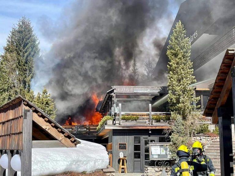 Incendio al Ciasa Salares, intervento dei pompieri