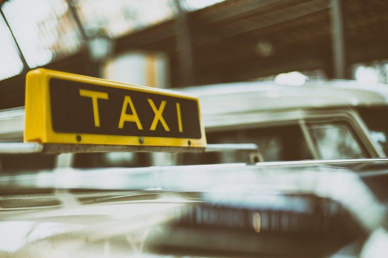 Prof di matematica minaccia tassista, arrestato