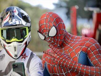 Spiderman e le moto acrobatiche all'ospedale di Genova