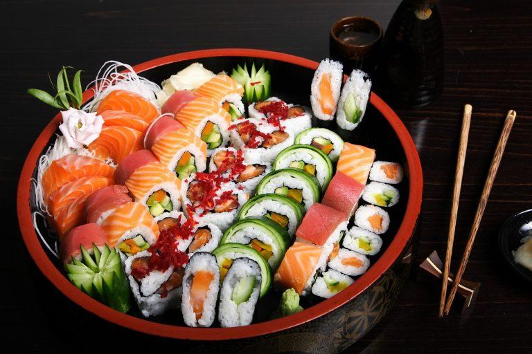 sushi gratis salmone