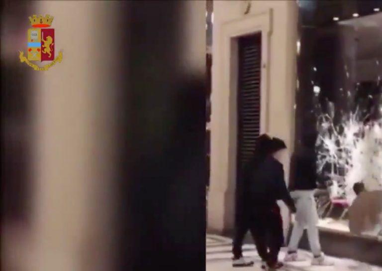 Violenza e scontri a Torino contro le misure antI-Covid